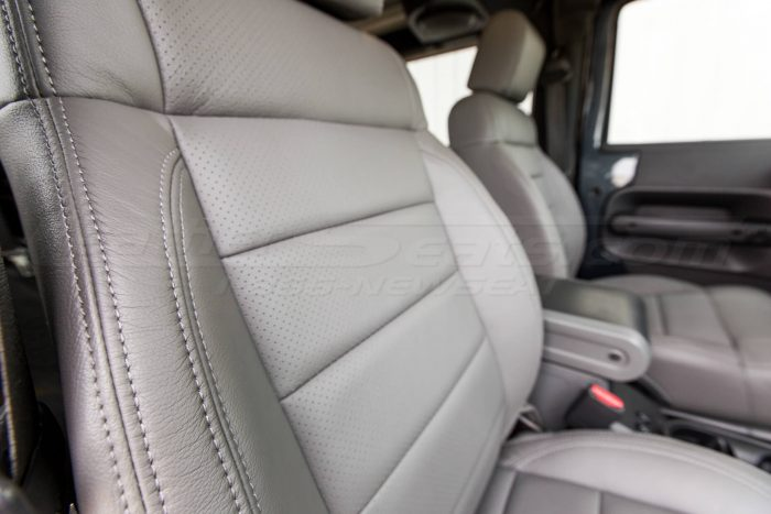 Jeep Wrangler Leather Seats - Light Grey - Passenger backrest perforation and side double-stitching