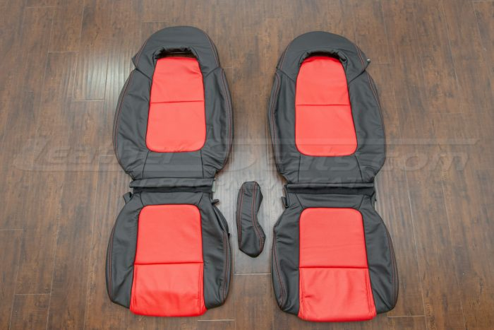 Chevrolet SSR Black & Bright Red - Front seat upholstery with console