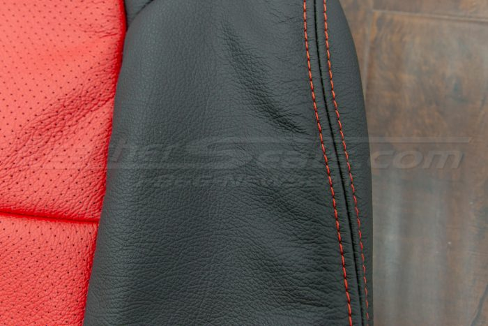Side double-stitching in bright red